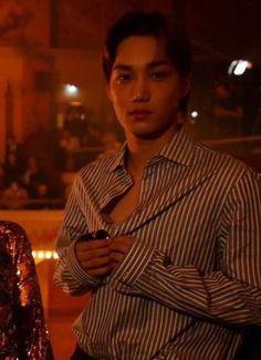 Huuuuuuuuuuuuuuuuuuuuuuum, tá fechando a camiseta por que? Hot Korean Guys, Exo Korean, Korean Men, Exo Kai, Chanyeol, Kim Minseok, Asian Babies, Xiu Min, Kaisoo