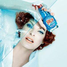 """Sie denken, das ist verrückt? Wir finden: Das ist genial - ein Parfum getarnt als Haushaltsreiniger! Das neue """"Fresh Couture"""" von Moschino macht aus einem gewöhnlichen Alltagsgegenstand ein begehrliches Luxus-Accessoire."""