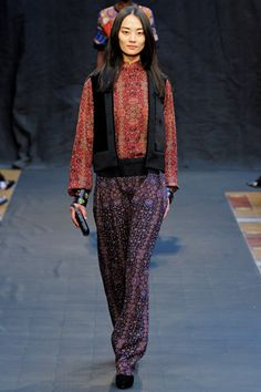 Hermès' Relaxed Fall – Hermès creative director Christophe Lemaire took a turn from spring with a Gaucho, South American influenced collection for the label's fall 2012 showing. Carrying the mixing of patterns into Fall Vogue Fashion, Fashion Week, Fashion Show, Fashion Looks, Womens Fashion, Fashion Design, Ethnic Fashion, Fashion Details, Paris Fashion