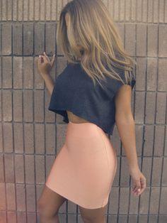 Pastel Peach Bandage Skirt love pastels & loose crop tops for spring ! Love love love bandage skirt and this style for summer ! Fashion Mode, Fashion Killa, Look Fashion, Fashion Outfits, Fashion Ideas, Fashion Inspiration, Look 2015, Bandage Skirt, Moda Casual