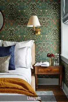 Eclectic Design, Interior Design, Morris Wallpapers, Home Wallpaper, Bedroom Wallpaper, Wallpaper Ideas, Accent Wall Bedroom, Bedroom Vintage, Vintage Furniture