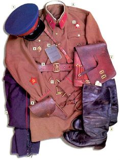 NKVD lieutenant, 1940-41 01 - Model 1935 NKVD cap  02 - Model 1925 sweatshirt, lieutenant insignia on the red (NKVD) collar tabs, metal star...