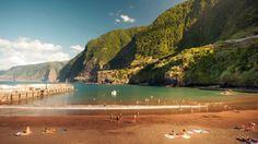 A praia do porto do Seixal  -Madeira