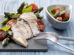 Hähnchenbrust mit Spargel - smarter - mit Basilikum. Kalorien: 279 kcal | Zeit: 15 min. #Spargel