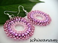 Pink Circle Earrings - FREE instructions in Czech (Goggle translate if needed), great photos, uses circular brick stitch on a component.