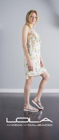 ¿ Cómoda y con estilo?, así de fácil.  Pincha este enlace para comprar tu vestido en nuestra tienda on line:  http://lolamodaycalzado.es/primavera-verano/595-vestido-de-tirantes-estampado-salsa.html