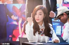 Tiffany rock sign gif SNSD fansign Girls Generation 140314