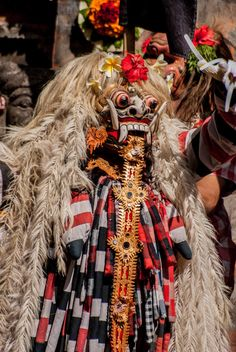 While Barong represents good, Rangda represents evil. Rangda is known as a demon queen, the incarnation of Calon Arang, the legendary witch that wreaked havoc in ancient Java during the reign of Airlangga in the 10th century.