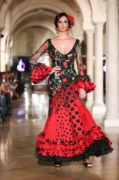 Madroñal - We Love Flamenco 2018 - Sevilla Spanish Dress Flamenco, Flamenco Skirt, Flamenco Dresses, Flamenco Costume, Dance Costumes, Dance Fashion, Fashion Dresses, Flamenco Wedding, Spanish Fashion