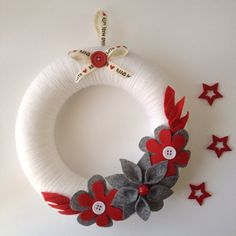 Christmas wreath Christmas decoration with felt and by Momsbunny Christmas Pom Pom Crafts, Easy Christmas Crafts For Toddlers, Christmas Ornament Wreath, Xmas Crafts, Christmas Decorations To Make, Holiday Wreaths, Christmas Diy, Handmade Christmas Gifts, Christmas Presents