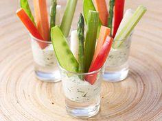 vegetable sticks in shot glasses with low-fat dip Veggie Cups, Veggie Plate, Veggie Tray, Kids Party Snacks, Kid Snacks, Great Recipes, Favorite Recipes, Uk Recipes, Gourmet