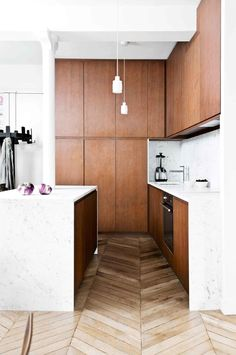 20 kitchens with clever design ideas to steal Time to cook up a new look? Be inspired to refresh and renovate the heart of your home with these 20 clever kitchen design ideas. Interior Desing, Luxury Homes Interior, Interior Modern, Interior Design Kitchen, Kitchen Designs, Interior Architecture, Parisian Apartment, Apartment Kitchen, Home Decor Kitchen