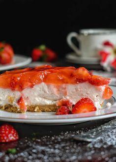 Cheesecake με φράουλες - Just life Cheesecake, Sweets, Gummi Candy, Cheesecakes, Candy, Goodies, Cherry Cheesecake Shooters, Treats, Deserts