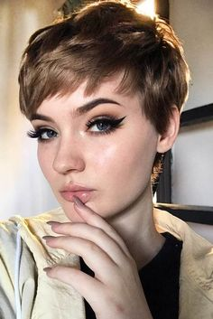 10 Colorful & Stylish Easy Pixie Haircut Ideas – Short Pixie Cut 2019 – 2020 New… – dark hair styles Modern Short Hairstyles, Cute Short Haircuts, Round Face Haircuts, Cute Hairstyles For Short Hair, Hairstyles For Round Faces, Curly Hair Styles, Edgy Pixie Haircuts, Women Pixie Haircut, Blonde Pixie Haircut