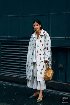 Bettina Looney between the style exhibits. The publish London FW 2019 Street Style: Bettina Looney appeared first on STYLE DU MONDE Look Street Style, Casual Street Style, Street Chic, Street Wear, Fashion Weeks, Philly Style, Got The Look, London Fashion, Street Fashion