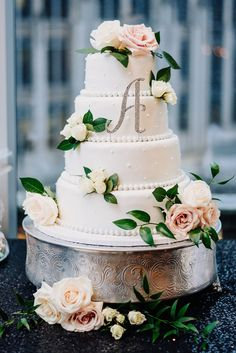 White cake with blush florals. | Modern and Elegant Dance-Filled Uptown Wedding -- Bustld -- Planning Your Wedding Just Got Easier | Modern wedding, NC wedding, NC bride, elegant wedding | Photographer @robpluskristen, Venue: Foundation For the Carolinas, Floral: Party Blooms, Bakery: @jptorcas, DJ: @splitsecsound, Catering: @qc_catering, Video: @reelweddings, Transportation: Queen City Party Charters & @cltexpress, MUA: @DanaRaiaBridal, Booth: Shutter Booth, Planner: @elegantandc0699