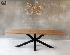 Stół loftowy pająk, blat lity dębowy i podstawa malowana proszkowo  Wymiary: 240x100   #stolpajak #oakwood #oaktable #mebleloftowe #stolloftowy