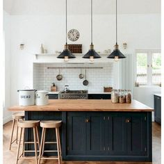 The kitchen that is top-notch white kitchen , modern kitchen , kitchen design ideas! Black Kitchen Island, Kitchen Island Decor, Kitchen Styling, Rustic Kitchen, Country Kitchen, Vintage Kitchen, New Kitchen, Kitchen Ideas, Kitchen Modern