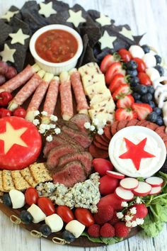Patriotic Desserts, 4th Of July Desserts, Fourth Of July Food, 4th Of July Party, July 4th, Charcuterie Recipes, Charcuterie Platter, Charcuterie And Cheese Board, Party Food Platters
