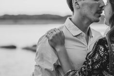 This sunset session at Falls of the Ohio State Park was so dreamy - click to see more on the blog!  #fallsoftheohio #blackandwhite #engagementinspo