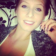 Her smiley piercing looks great :-)