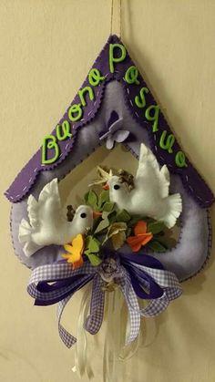 Facebook Felt Crafts Diy, Felt Diy, Home Crafts, Felt Ornaments, Christmas Ornaments, Felt Wreath, Felt Dolls, Easter Bunny, Mobiles