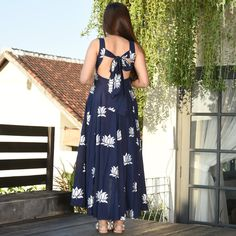Indian Gowns Dresses, Indian Fashion Dresses, Dress Indian Style, Indian Designer Outfits, Sleeves Designs For Dresses, Dress Neck Designs, Stylish Dress Designs, Simple Kurta Designs, Kurta Designs Women