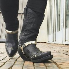 Friday vibes.  Sendra cowboy boots by @bootedbear  #sendra #sendraboots #highquality #handmadeboots #madeinspain #loveboots #cowboy #western #cowboyboots #exclusive #exclusivedesign #menswear #menstyleguide #menstyle #boots #bootstagram #collection #leather #authentic