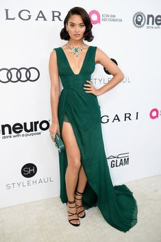 "hollywood-fashion: ""Shanina Shaik in Thai Nguyen Atelier at Elton John's 2017 Oscar viewing party. Ellie Saab, Sexy Dresses, Beautiful Dresses, Nice Dresses, Scarlett Johansson, Oscar 2017 Dresses, Tom Ford, Oscar Verleihung, Versace"