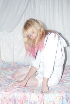 Wonderful Images Dyed Hair white Thoughts Are the origins presenting the overall game at a distance in which you are not a natural blonde? Dyed Red Hair, Dyed Hair Pastel, Pink Hair, Pastel Pink, Peach Hair, Pastel Colours, Hair Dye, Blonde With Pink, White Blonde