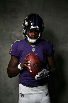 Texans Football, Giants Football, Football Boys, Lamar Jackson Ravens, Kobe Bryant Quotes, Sports Highlights, Sports Images, Baltimore Ravens, National Football League
