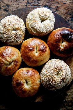 Bagels made easy(ish)! Armed with a few basic ingredients and helpful instructions, you can make fresh, chewy bagels at home. Bread Machine Recipes, Bread Recipes, Best Bagels, Homemade Bagels, Bagel Recipe, Cloud Bread, Cinnamon Bread, Everything Bagel, Instant Yeast
