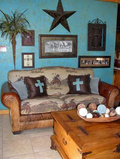 40 Outstanding Western Living Room Decor - Turquoise Wall Western Decor A Western Rustic Home In Western Living Rooms, My Living Room, Living Room Furniture, Living Room Decor, Country Living, Living Area, Western Furniture, Rustic Furniture, Indian Furniture