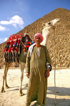 Egyptian bedouin in front of Pyramides.. - , Cairo.....