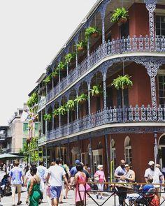 Summer mode on in New Orleans  #summer #neworleans #louisiana #mardigras #jazz #jazzmusic #french #quater #frenchquarter #roadtrip #summer2015 #vacation #usavacation #usa #travellove #travelling #travel #urlaubsreif #urlaub #reisen #reisefieber #travelblogger #travelblog #southernusa #frontporch #porch by its_l_a_u_r_a