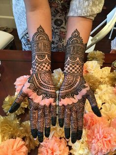 Beautiful Mehndi Design - Browse thousand of beautiful mehndi desings for your hands and feet. Here you will be find best mehndi design for every place and occastion. Quickly save your favorite Mehendi design images and pictures on the HappyShappy app. Henna Hand Designs, Mehndi Designs Finger, Indian Mehndi Designs, Mehndi Designs 2018, Mehndi Design Pictures, Wedding Mehndi Designs, Unique Mehndi Designs, Beautiful Mehndi Design, Mehndi Designs For Hands
