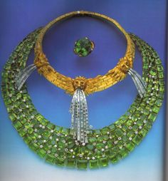 peridotos, ouro amarelo, diamantes...exagerado....
