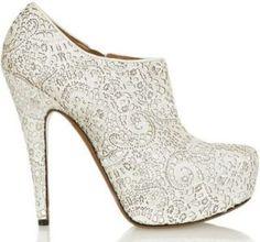 Zapatos de novia blancos con encaje