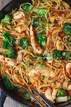 Pasta and Broccoli Skillet – Flavor overload! Make your own take-out at home with this super easy chicken recipe.Chicken Pasta and Broccoli Skillet – Flavor overload! Make your own take-out at home with this super easy chicken recipe. Rice Noodle Recipes, Stir Fry Recipes, Pasta Recipes, Wok Recipes, Shrimp Recipes, Chicken Stir Fry With Noodles, Fried Noodles Recipe, Stir Fry Rice Noodles, Recipes With Spaghetti Noodles