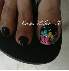Fondo negro Flower Pedicure Designs, Toe Nail Designs, Pedicure Nail Art, Toe Nail Art, Cute Toe Nails, Pretty Nails, Judy Nails, Summer Toe Nails, Feet Nails