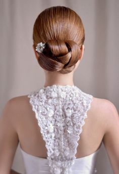 Achieving Gracious Look with Up-do Hairstyle for A Bride