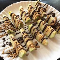 Sliced Apple and 85% Dark Chocolate and Almond Butt Drizzle.  OFF. THE. CHAIN.  #LT360 LT360.com #Mind #Body #Spirit