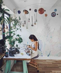 11 Creative Workspaces That Will Make You Finally Clean Your Office – Creative Home Office Design Studio Apartment Design, Art Studio Design, Home Office Design, Art Studio Decor, Paint Studio, Design Studios, Studio Ideas, Home Art Studios, Art Studio At Home