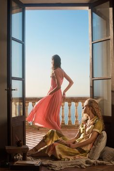 Julia Hafstrom heads to the beach in Mango's spring-summer 2019 linen looks. The Spanish fashion brand focuses on lightweight fabrics and charming prints for… Summer Work Outfits, Cool Outfits, Color Carey, Le Grand Bleu, Mode Glamour, Moda Boho, Pleated Midi Dress, Maxi Dresses, Formal Dresses