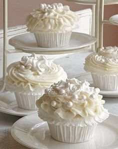 Pearl White Cupcakes