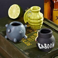 Shots Explosivos. Set de 3 shots de cerámica. El juego incluye una mina de mar, granada de mano y bomba redonda de antaño.