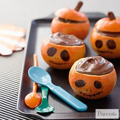 Halloween Orange Chocolate Pudding Jack-o-Lanterns Recipe: A little ghost told us it's okay to skip steps 1 and 2 and use instant pudding if you're in a rush. Healthy Homemade Snacks, Healthy Halloween Snacks, Halloween Treats For Kids, Fun Snacks For Kids, Holiday Treats, Holiday Recipes, Halloween Party, Halloween Games, Halloween Ideas