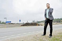 Riihimäen elinkeinojohtaja Mika Herpiö odottaa Arolammin uudelta liittymäalueelta paljon. Itäpuolelle on varattu tilaa tuotantoyrityksille, länsipuolelle palveluyrityksille. | Aamuposti 30.3.2016, kuva Petri Lyy
