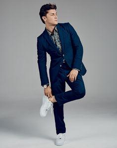 Costume R$ 14.190 e camisa R$ 2.110 Gucci | Relógio TAG Heuer Carrera R$ 27.621 | Tênis Nike R$ 400 (Foto: André Arthur)