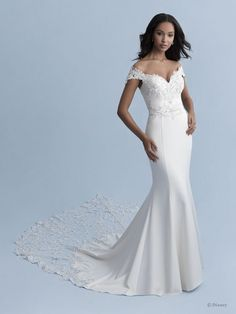 Style #Jasmine-D264 Sample available at Ellynne Bridal (Lincoln, Nebraska) for National Bridal Sale: July 17th - July 24th 2021. Visit our website or call to book an appointment: (402)-489-7770 Crepe Wedding Dress, Disney Wedding Dresses, Fit And Flare Wedding Dress, Princess Wedding Dresses, Disney Weddings, Aladdin Wedding, Wedding Disney, Princess Bridal, Ball Gown Wedding